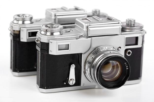 Alte fotokamera auf einem alten hintergrund.