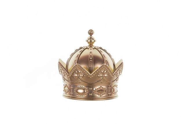Alte goldene königskrone auf weißem, isoliertem hintergrund
