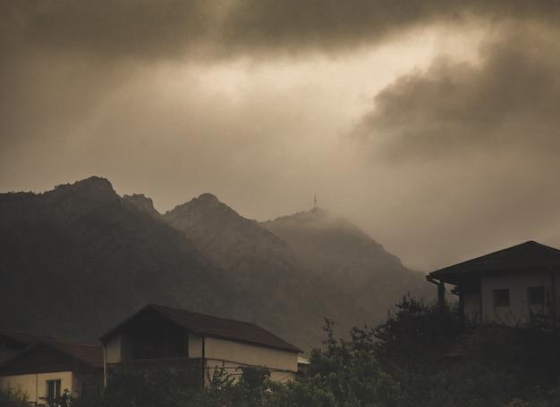 Alte häuser im armenischen dorf