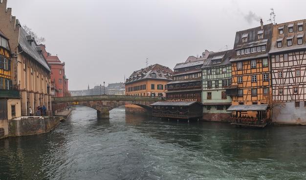 Alte häuser im zentrum von straßburg.