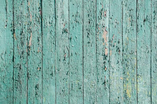 Alte hölzerne minze färbte rustikale zaunbeschaffenheit mit abblätternder farbe.