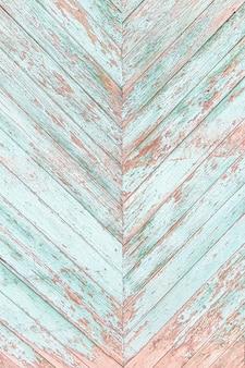 Alte hölzerne texturplanke rissiger blauer zaun in zickzackfarbe.