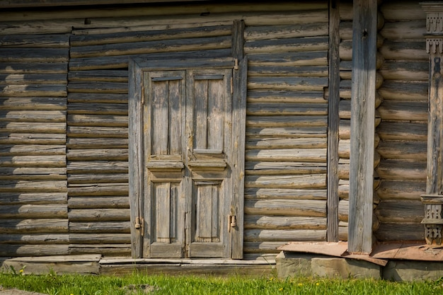 Alte holztüren des landhauses