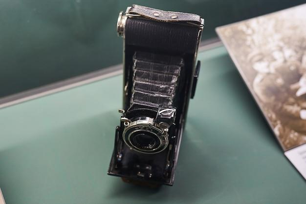Alte kamera, die kriegsmaterial gefilmt hat
