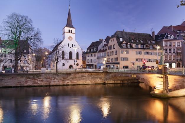 Alte kirche im zentrum von straßburg