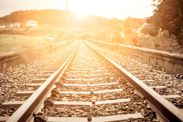 Alte ländliche eisenbahn bei nordspanien