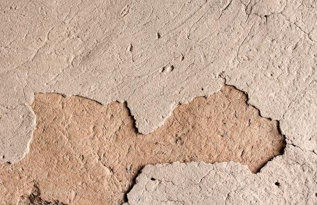 Alte pfeilerwand mit gebrochener oberfläche