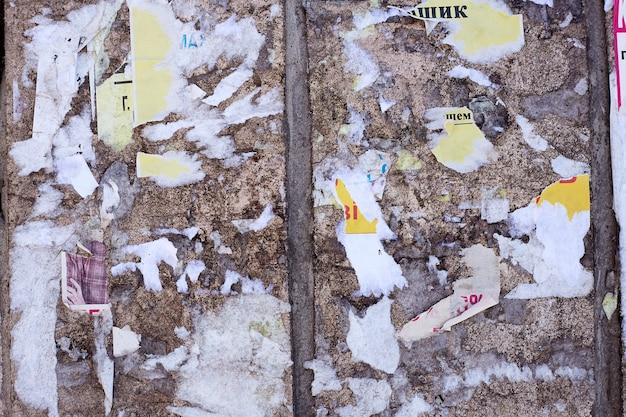 Alte plakate. zerrissene plakate. zerrissenes papier