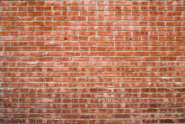Alte realistische backsteinmauer hergestellt vom roten backstein in den verschiedenen schatten.