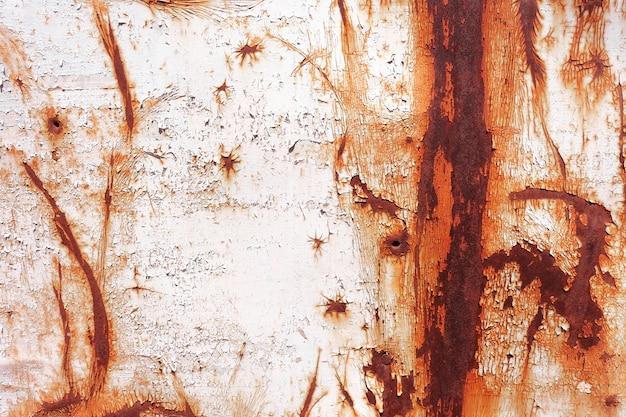 Alte rostige gemalte metallwand