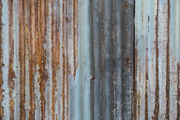 Alte rostige zinkwellen-deckenfliese für bau