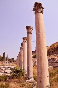 Alte säule in der stadt ephesus
