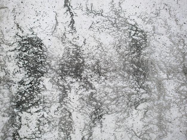 Alte schmutzige betondeckewand mit wasserflecken