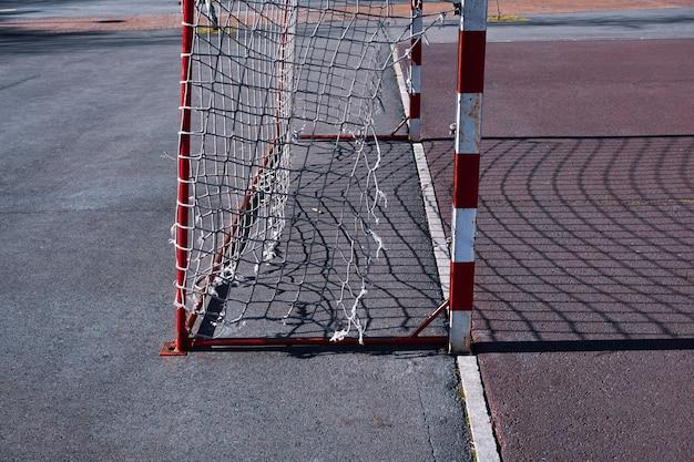 Alte sportgeräte für straßenfußballtore