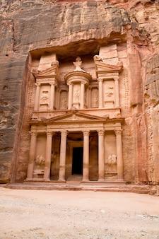 Alte stadt von petra schnitzte aus dem felsen heraus, jordanien