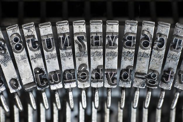 Alte texteingabeschreibmaschinenbuchstabe typebar
