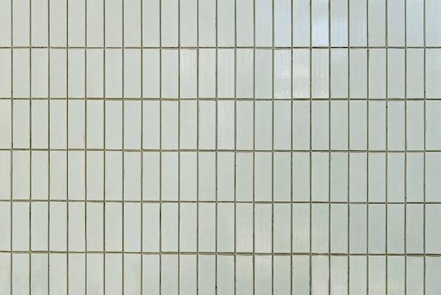 Alte weiße fliesenwand-hintergrundbeschaffenheit