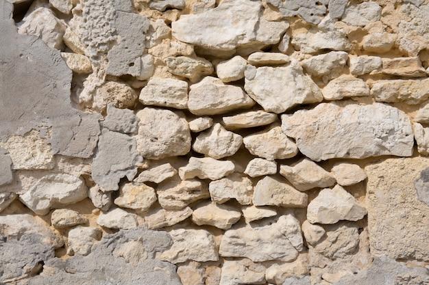Alte weiße steinmauer