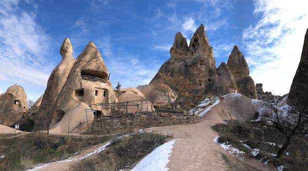 Alte wohnungen in vulkangestein in kappadokien, türkei ausgehöhlt