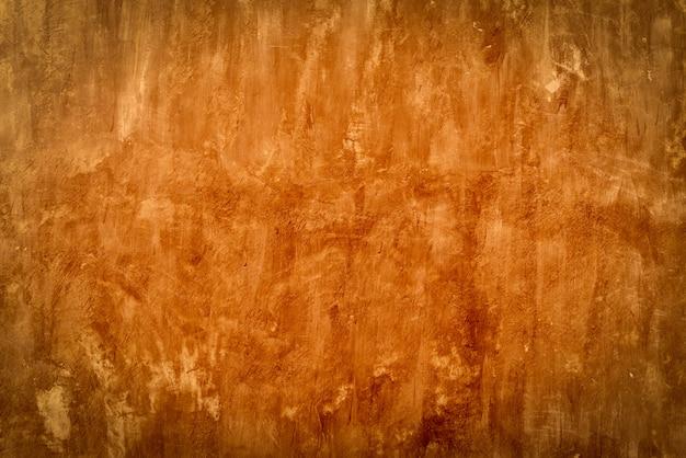 Alte zementbetonwand mit rotem warmlichtfilter