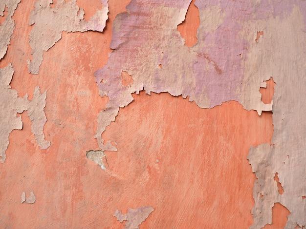 Alte zementwand eines gebäudes mit gebrochenem lack gealterter hintergrund und beschaffenheit