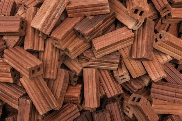 Alte ziegelsteine des roten lehms für bau