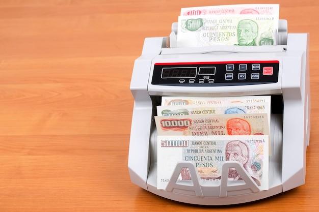 Alter argentinischer peso in einer zählmaschine