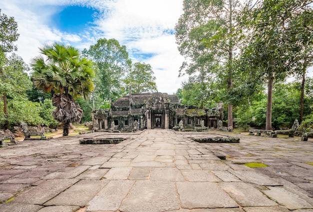 Alter buddhistischer khmertempel in angkor wat, kambodscha.