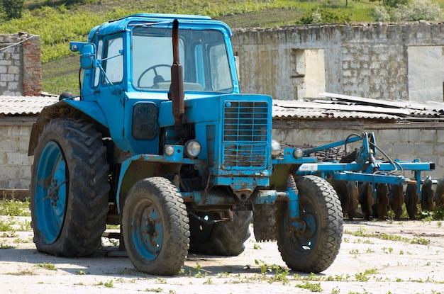 Alter fashoned landwirtschaftlicher traktor