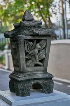 Alter fasioned artgartenzement oder -stein machte lampe oder laterne