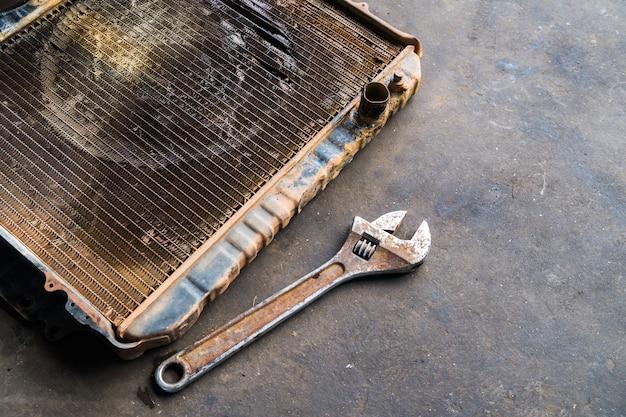 Alter heizkörper mit schlüssel, reparatur