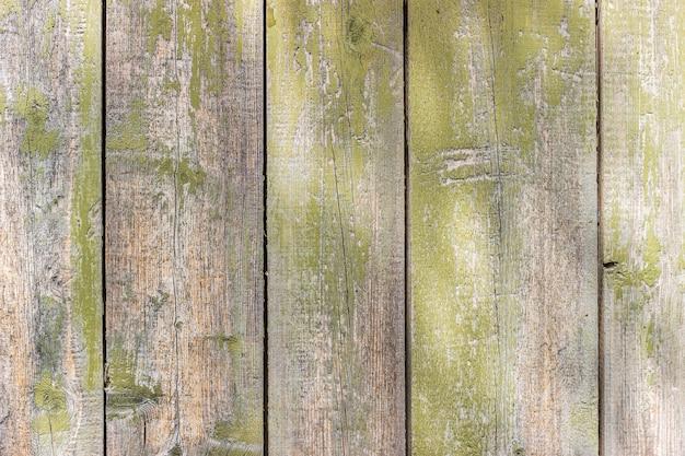 Alter hölzerner hintergrund mit schäbiger grüner farbe