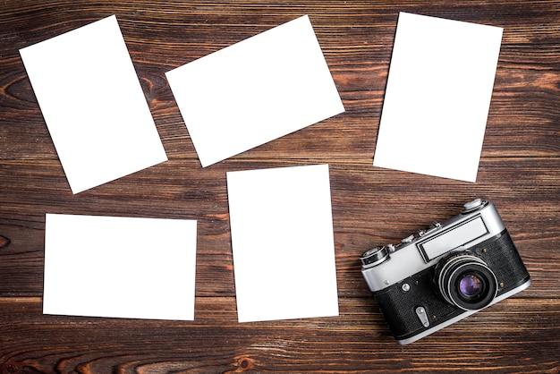 Alter kamera- und fotopapierrohling auf holz