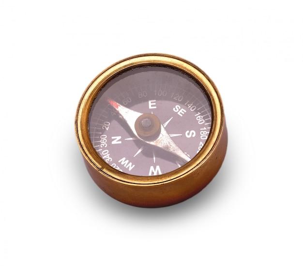 Alter kompass auf weißem hintergrund