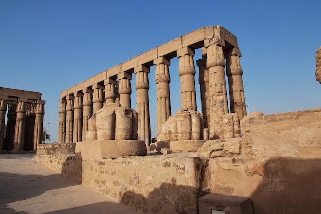 Alter luxor-tempel in luxor-stadt, ägypten