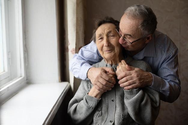 Alter mann und seine alte mutter