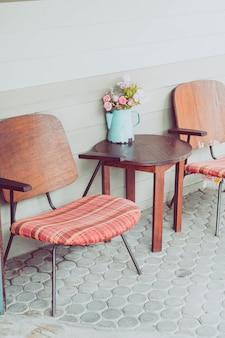 Alter patio tisch und stuhl