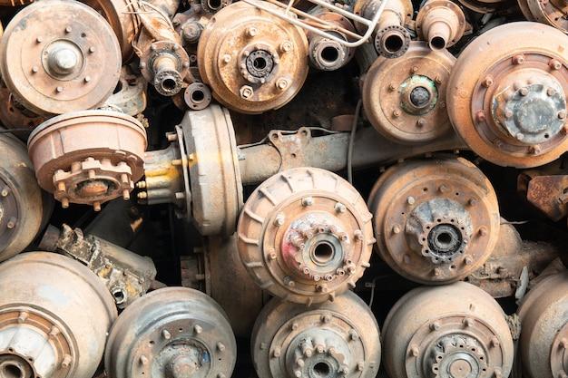 Alter rostiger kardan, antriebswellen und autoteile