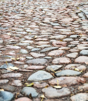 Alter stein gepflasterte straße auf der straße