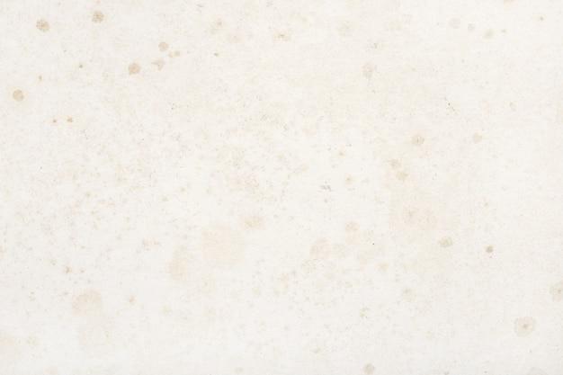 Alter und schmutziger papierhintergrund mit flecken und feuchtigkeitseffekten