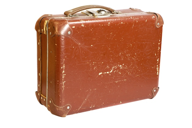 Alter zerkratzter koffer isoliert auf weißem hintergrund