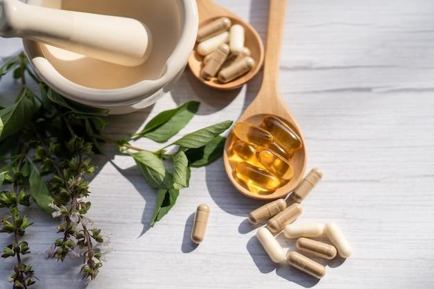 Alternative medizin kräuter-bio-kapsel mit vitamin e omega-3-fischöl.