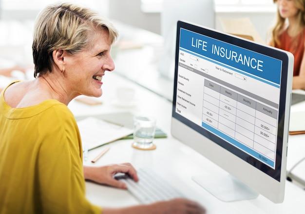 Altersvorsorge versicherungsleistungen gesundheitskonzept