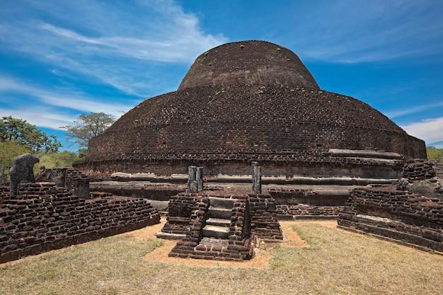 Altes buddhistisches dagoba (stupe) pabula vihara. sri lanka