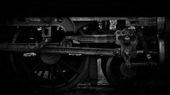 Altes Dampflokomotivrad und -stangen - Monochrom