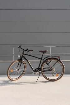 Altes fahrrad für ökologischen transport
