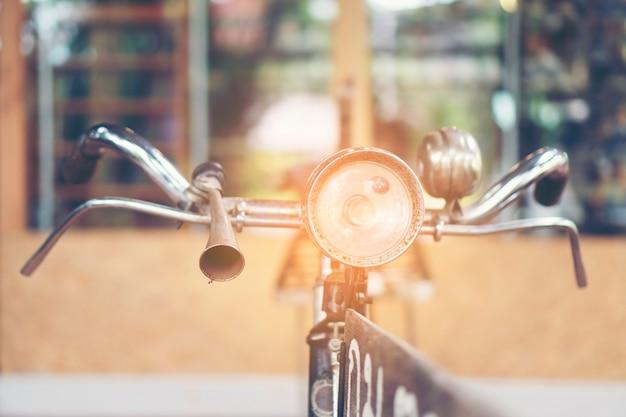 Altes fahrrad im weinlesefilterbild
