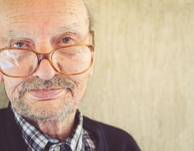 Altes großvaterporträt