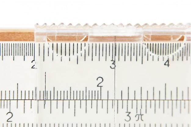 Altes logarithmisches lineal im noniusmaßstab