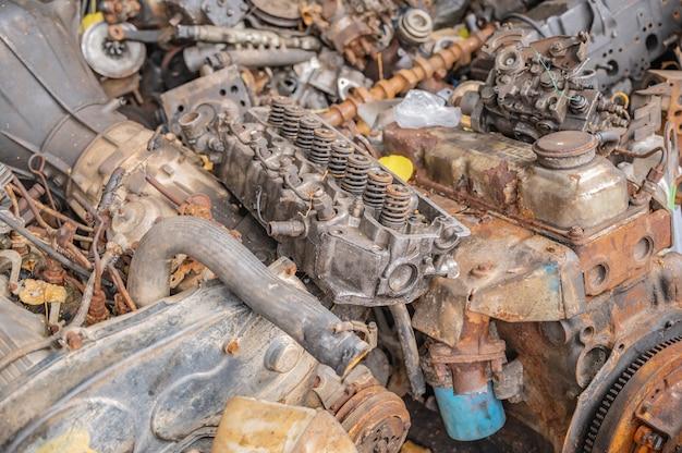 Altes maschinenteil oder schrottteile.schrottteile aus gebrauchten autos und maschinen entfernt